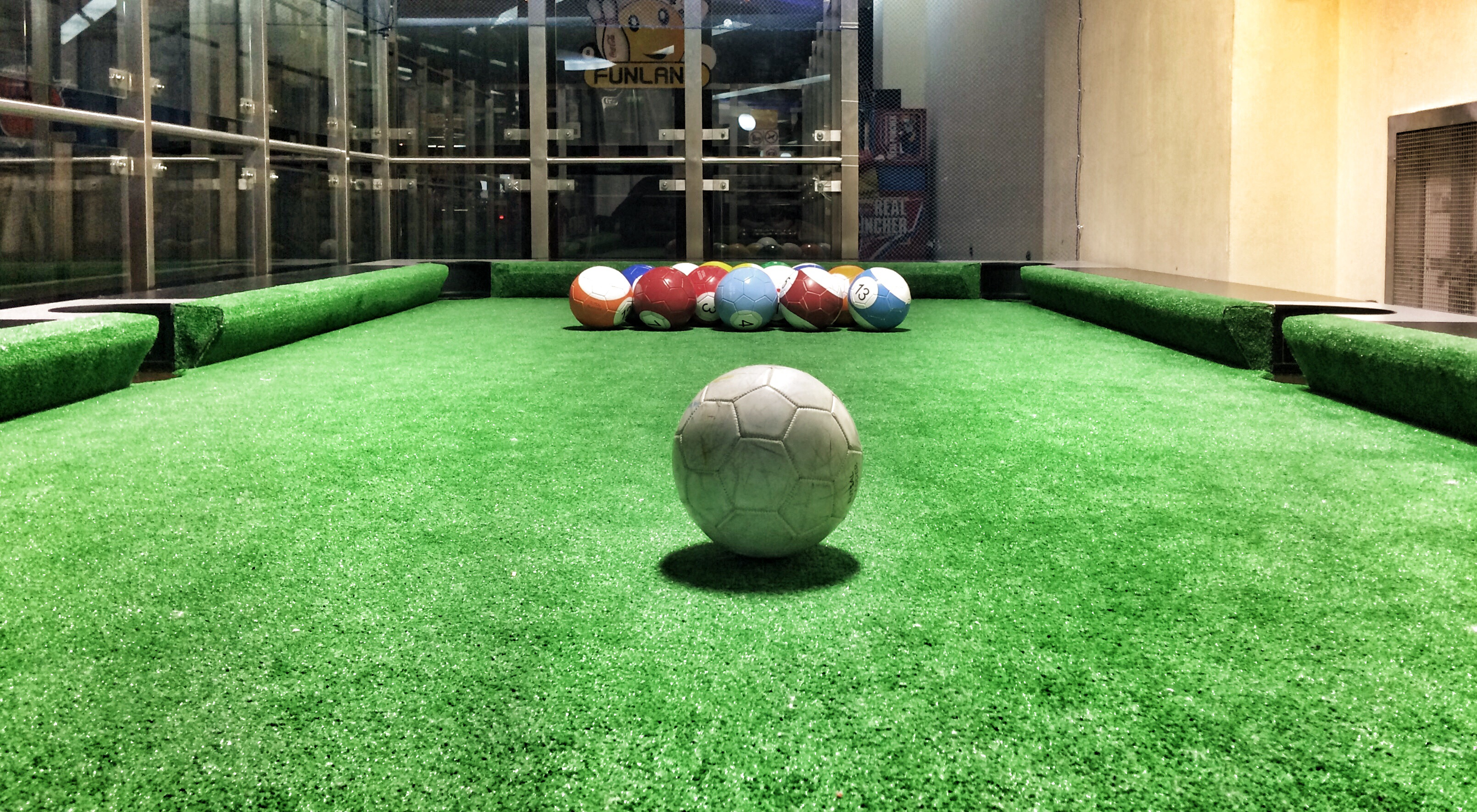 Am jucat foot pool în Bucureşti
