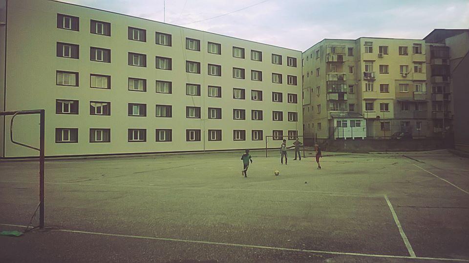 Sportul a murit în curtea şcolii